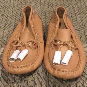 DR2) Women's Brand New Coach Moccasins with tassel